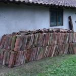 1600 tuiles entreposées à Saubole