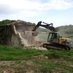 11/04/2014: démolition granges Mme Poudenx à Saint Geours pour récupération poutres et pierres de taille