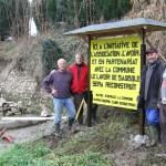 13/12/2013: Jean-Marc, Jean-Louis, Christian et Adrien ont installé le panneau jaune et noir...
