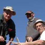 Jean-Bernard, Christian et Jean-Pierre en haut du toit